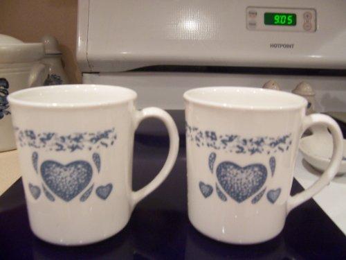 2 Mugs Corelle Blue Hearts