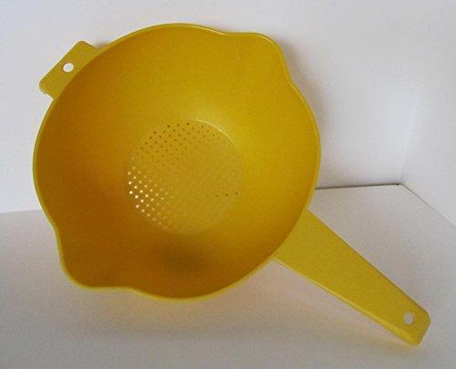 Tupperware 2 Quart Colander Strainer with Handle Yellow